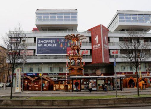 Forum Steglitz mit Steglitzer Weihnachtsmarkt