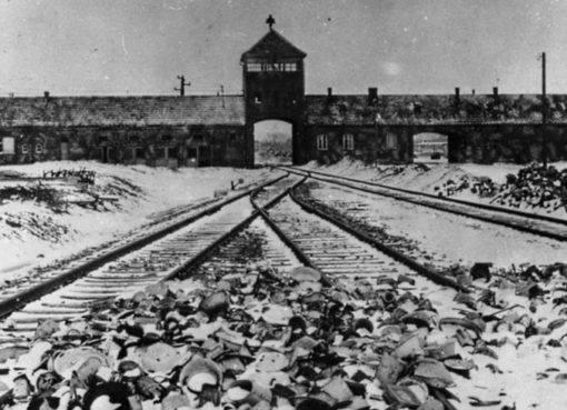 Torgebäude des KZ Auschwitz-Birkenau