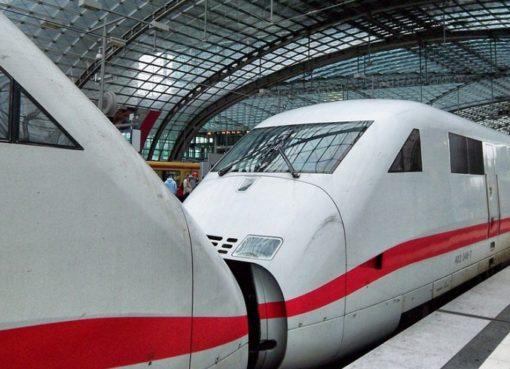 ICE im Berliner Hauptbahnhof