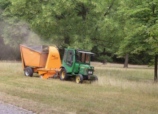 Traktor, Mähgerät & Aufnehmer im Einsatz