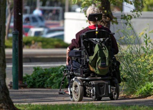 Motorisierter Rollstuhl