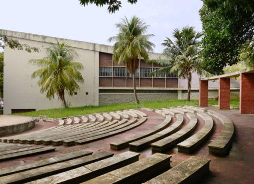 """""""Centro Educacional Carneiro Ribeiro"""""""