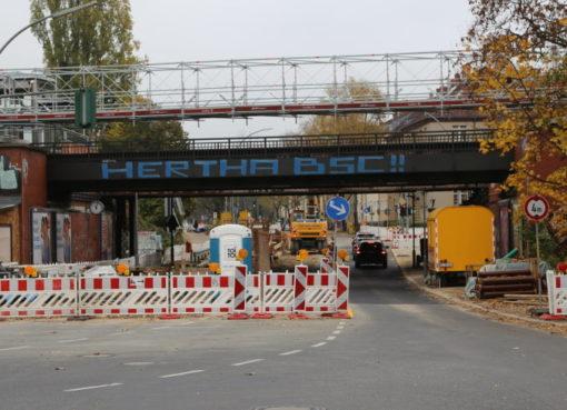 Brückendurchfahrt am S-Bhf. Attilastraße