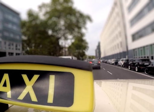ZDF Zoom: Taxi gegen Uber & Co